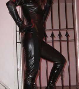 Double-Domme Mistress Paris in leather